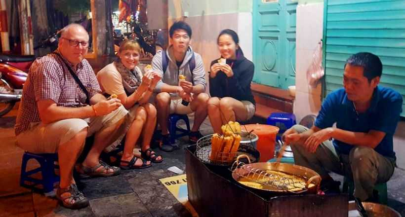 Private Hanoi Walking Street food tour by night